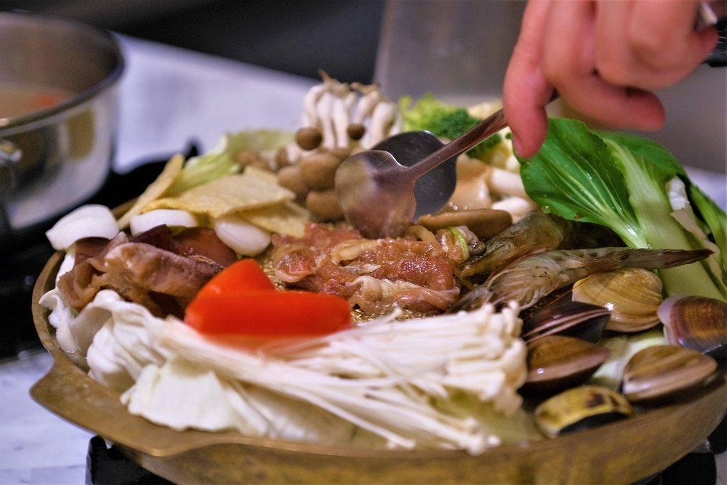 萬八餐飲銀鈎鍋物銅盤烤肉